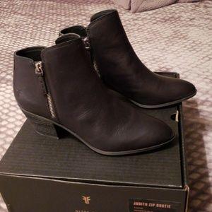 NWT Frye Judith black leather zip bootie